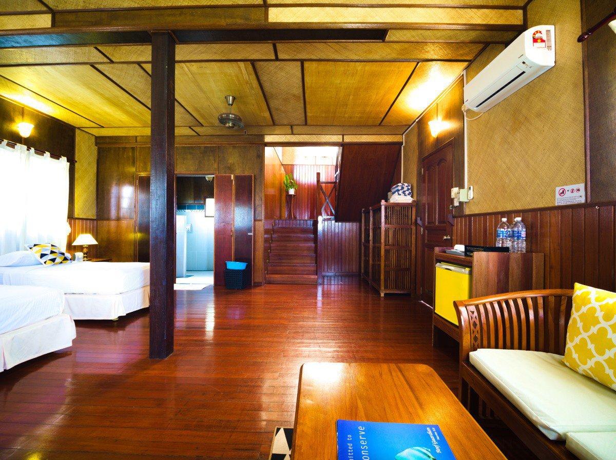 Design D Beach Chalet bedroom settee.
