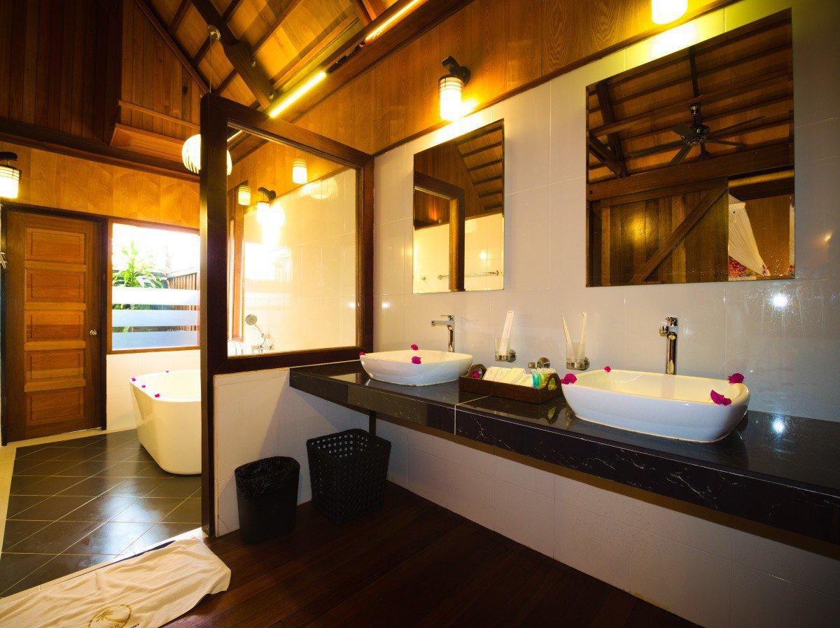 Honeymoon Beach Chalet washroom.