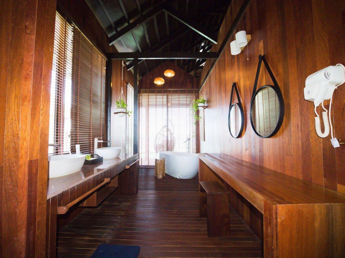 Water Chalet washroom.