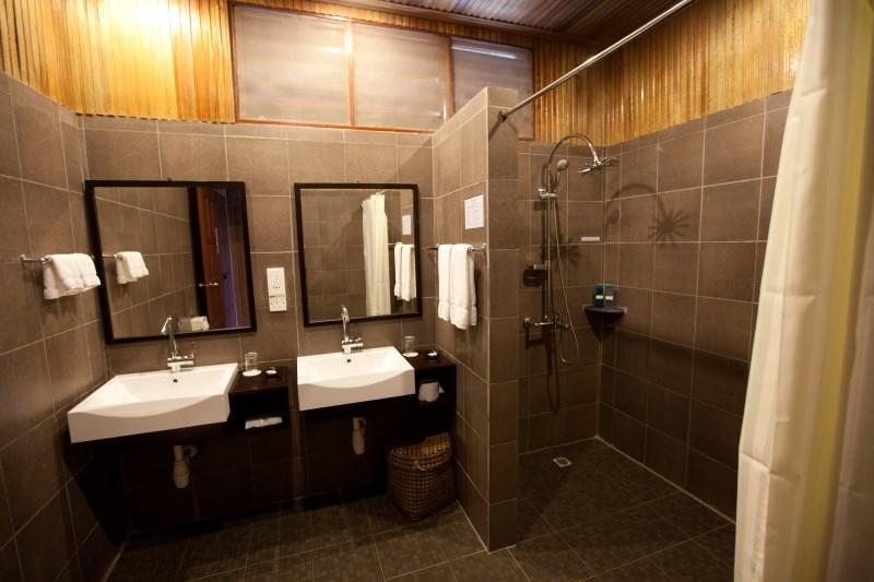 Garden Villa washroom.