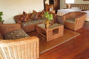 Grand Deluxe Cottage settee
