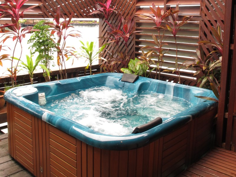 Grand Deluxe Cottage private outdoor Jacuzzi.