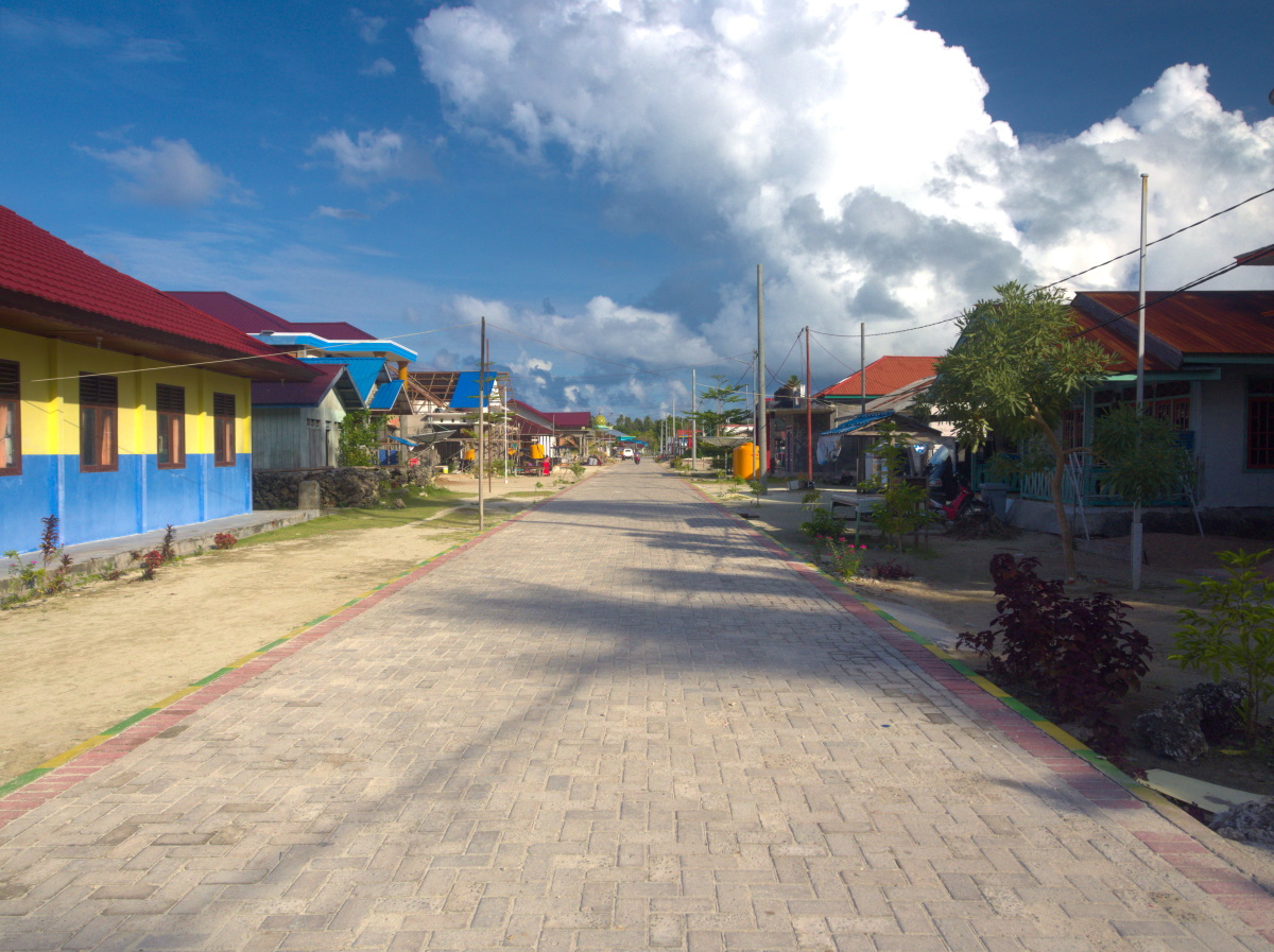 Main street of Teluk Harapan village. This village is also known as Bohe Bukut in the local dialect.