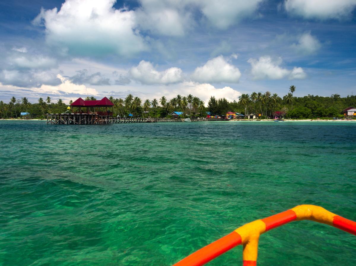 Teluk Harapan jetty, Maratua Island.